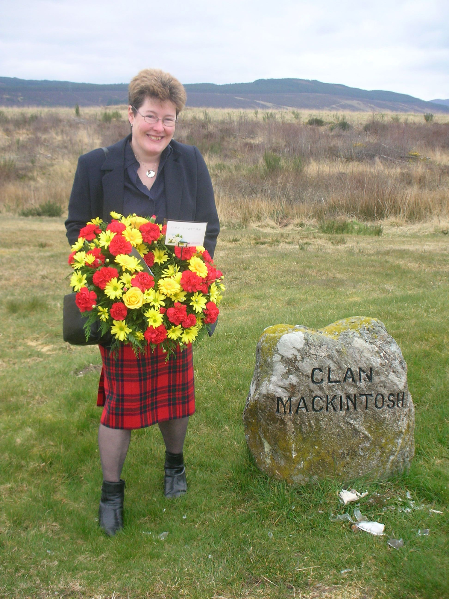 Louisa_Cross_at_Clan_Mackintosh_marker_on_the_battlefiled